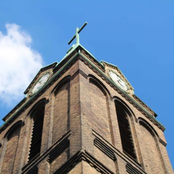 Kirchturm mit zwei Uhren Kirche Schmachtendorf